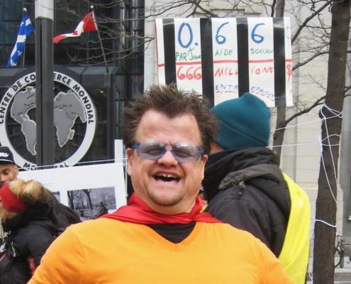 Russel, bénévole au comité anti-pauvreté / Russell, Anti-Poverty committee volunteer