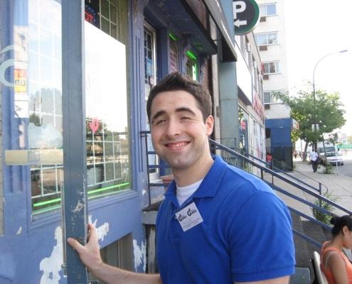 Alexander, bénévole de porte-à-porte / Alexander, Outreach volunteer