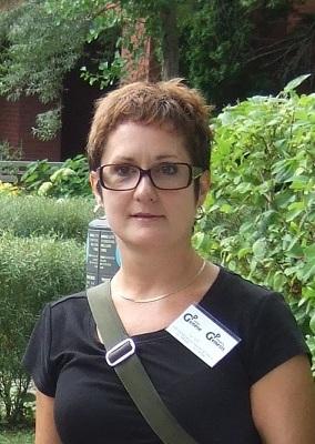 Line, bénévole de porte-à-porte / Line - Outreach volunteer