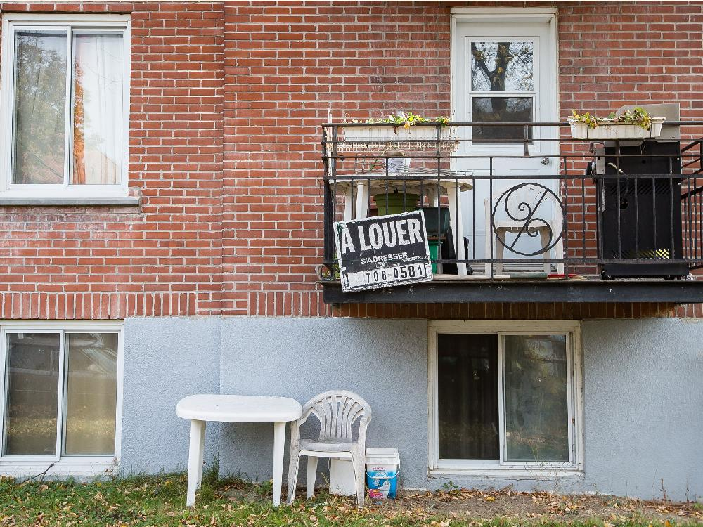 A balcony with a For Rent sign on an apartment building on Barclay avenue in the borough of Côte-des-Neiges in Montreal on Saturday, November 8, 2014. Dario Ayala / Montreal Gazette